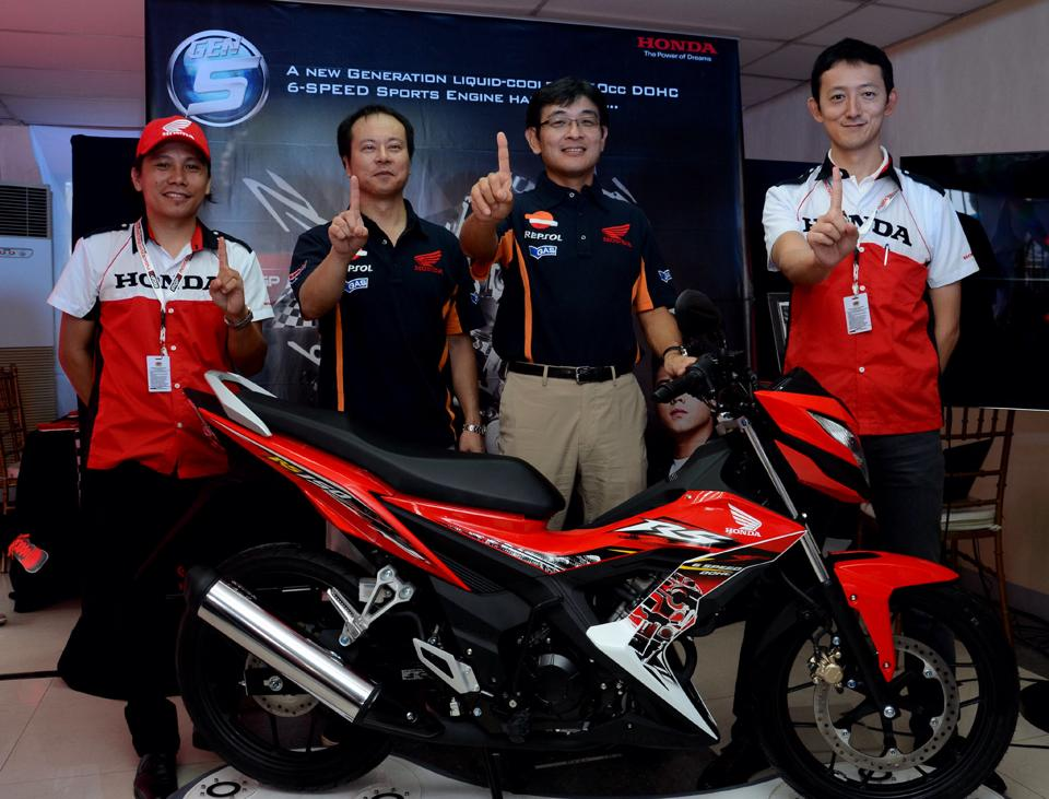 Photo shows (from left): Mr. Elie Salamangkit Jr., Product Planning Manager, Honda Philippines Inc. ; Daiki Mihara, President, Honda Philippines, Inc.; Noriaki Abe, Chief Operating Officer, Regional Operations, Asia Oceania and president of Asian Honda Motors Company Limited ; Hideo Nishinaga, AVP,General Manager, Sales and Marketing Division,Honda Philippines Inc.