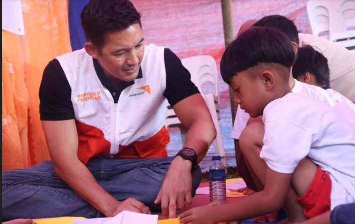 World Vision ambassadors Marc Nelson, JJ Dolor visit quake-hit Cotabato