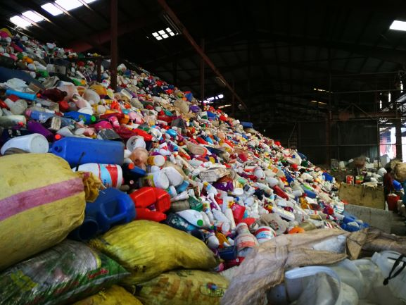 WWF advocates for an Extended Producer Responsibility Scheme in the Philippines